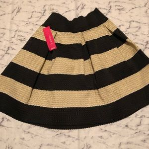 BLK/GLD Flare Skirt Sz Med NWT